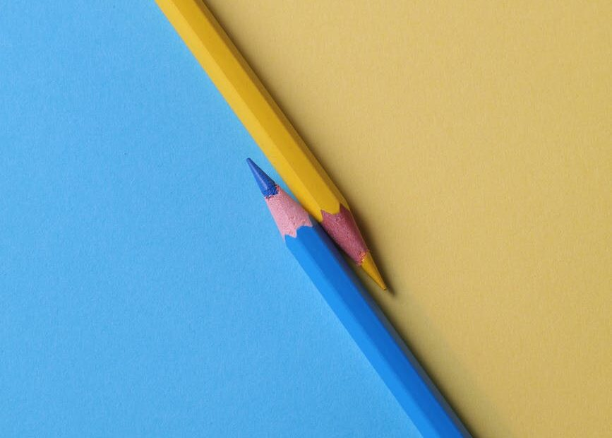yellow and and blue colored pencils